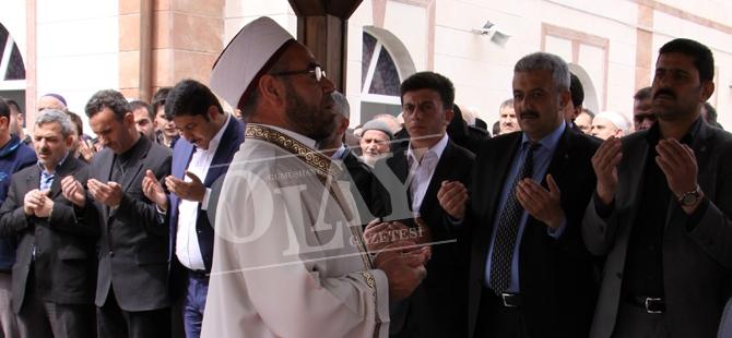 Cumhuriyet Savcısı Mehmet Selim Kiraz için Gıyabi Cenaze Namazı Kılındı galerisi resim 1