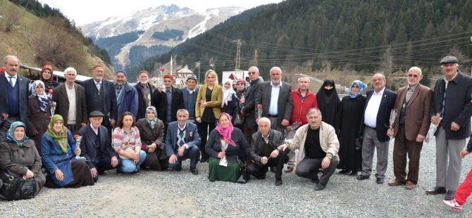 GÜMÜŞHANE'DEN 100 YAŞLI VATANDAŞ UZUNGÖL'Ü GEZDİ