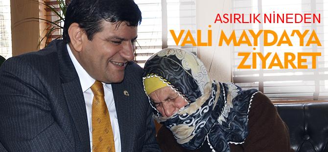 ASIRLIK NİNEDEN VALİ VAYDA'YA ZİYARET