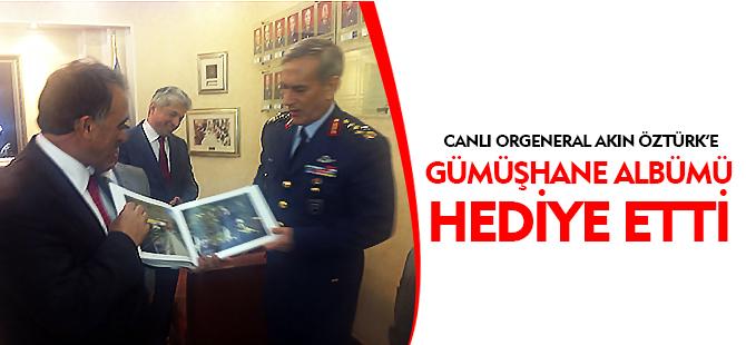 CANLI ORGENERAL AKIN ÖZTÜRK'E GÜMÜŞHANE ALBÜMÜ HEDİYE ETTİ