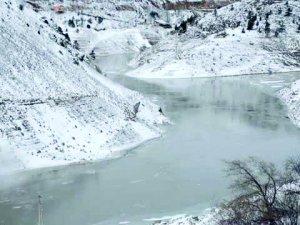 Torul Barajı Kısmen Dondu