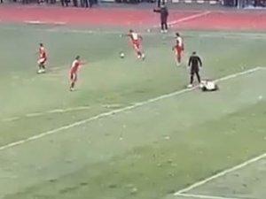 BAŞKENT AKADEMİ FK'LI FUTBOLCUDAN BOKS ŞOV