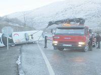 Buzlanan Yolda Kayan Ambulans Yan Yattı