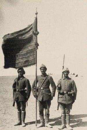 osmanli-askerleri-gazzede-alay-sancagi-ile.jpg